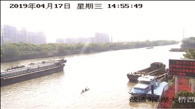 常州两市民划皮划艇进入新运河 航道繁忙险象环生