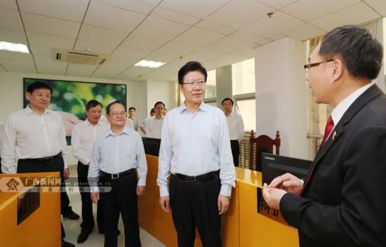 全國人大常委會副委員長張春賢來桂調研