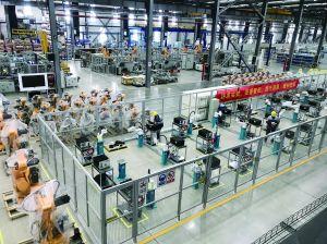 探访南京江宁智能工厂:机器人生产机器人