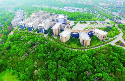 湖南工程学院校园绿意盎校园