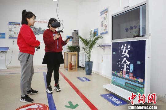 看VR教你如何逃生山西首家安全体验馆开馆