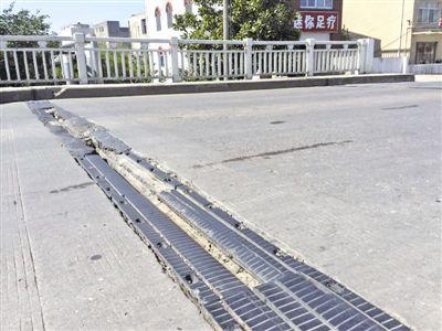 靖江江山桥桥面伸缩缝部位破损严重 存在隐患
