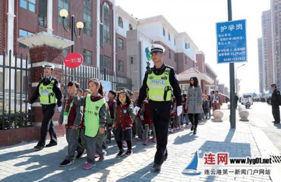 连云港1200余个护学岗成学生上下学安全港湾