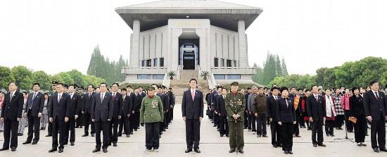 淮安市举行庆祝渡江战役胜利70周年升国旗活动