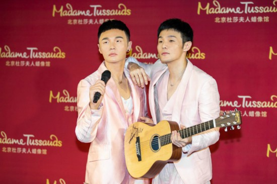 李荣浩蜡像揭幕 回顾音乐历程分享成长心得