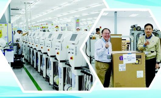 左图:车间内生产有序进行 右图:惠普进驻威海后生产的首台A3打印机下线