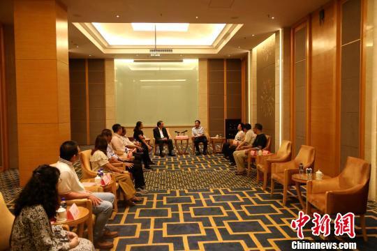 台湾地区前民意代表苏清泉率团访琼寻自贸区商机