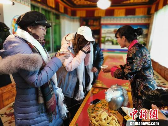 西藏乡村旅游收入达12亿元 旅游产业助力脱贫