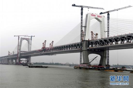 (经济)(4)商合杭铁路芜湖长江公铁大桥钢梁成功合龙