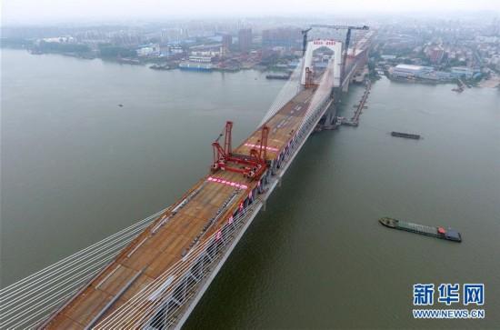 (经济)(2)商合杭铁路芜湖长江公铁大桥钢梁成功合龙