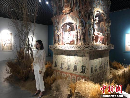 """""""觉色敦煌""""在沪揭幕3000平方米黄沙还原敦煌实景"""