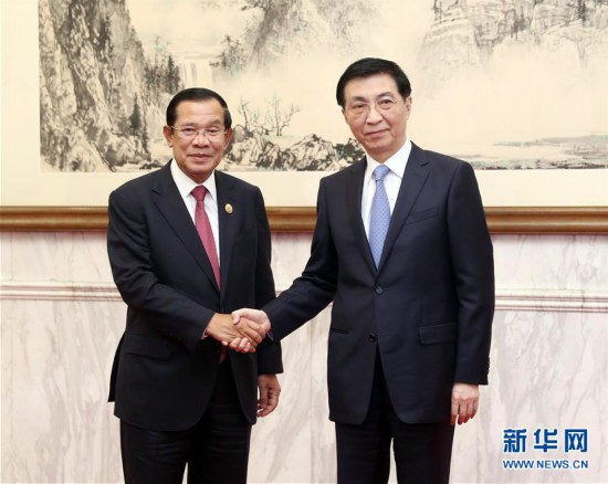 (时政)王沪宁会见柬埔寨首相洪森