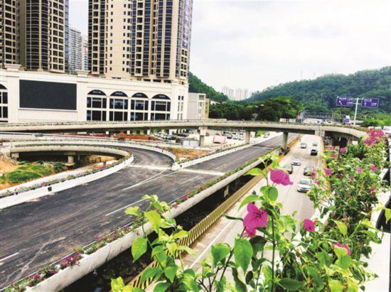 市區古塘坳立交主體橋面工程已經完成。  本報記者陳春惠 攝