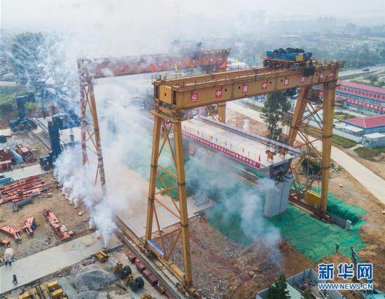 高清组图:新建福厦铁路首孔箱梁架设完毕 预计2022年建成通车