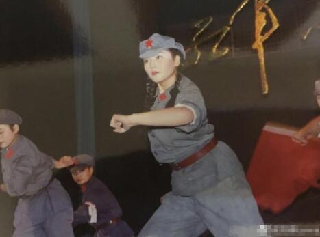 刘涛晒146斤表演旧照虽然身材圆润但仍可以下一字马