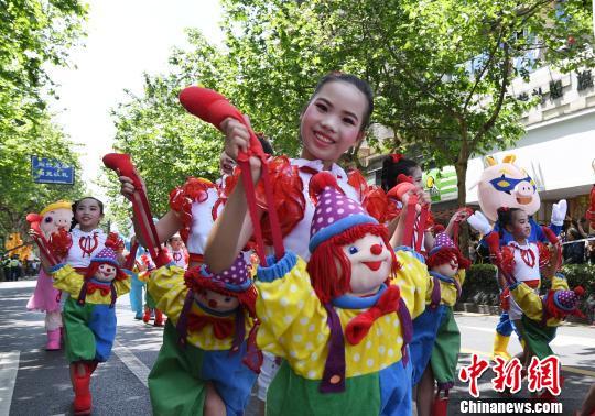 第十五届中国国际动漫节:彩车巡游引万人观看