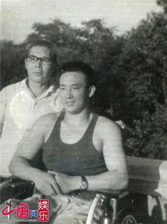 """夏伯渝五登珠峰演绎""""老人与山""""《中国味道》满溢家庭温情"""