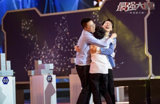 中国选手获胜激动相拥.jpg