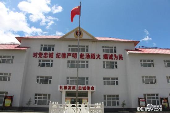 """迪庆州森林消防大队坚持""""缺氧不能缺精神""""的理念,践行着""""扎根高原,忠诚使命""""的诺言。(徐辉/摄)"""
