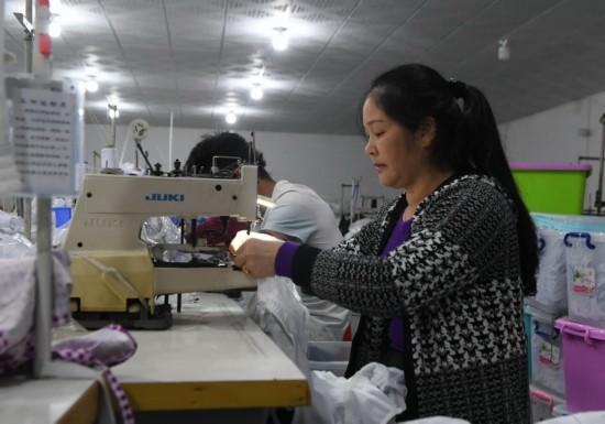 """廣西羅城:返鄉農民工創辦""""扶貧車間""""助脫貧"""