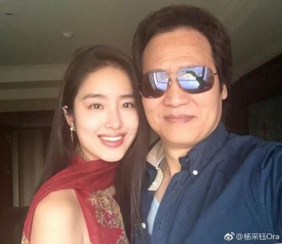 网曝陈金飞和小女友杨采钰现身医院 两人有说有笑