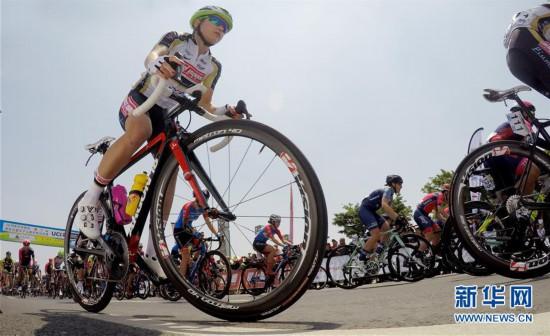 (体育)(7)自行车——2019年环崇明岛国际自盟女子公路世界巡回赛鸣枪开赛