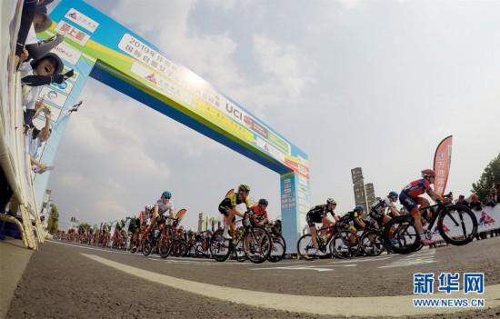 (体育)(3)自行车——2019年环崇明岛国际自盟女子公路世界巡回赛鸣枪开赛