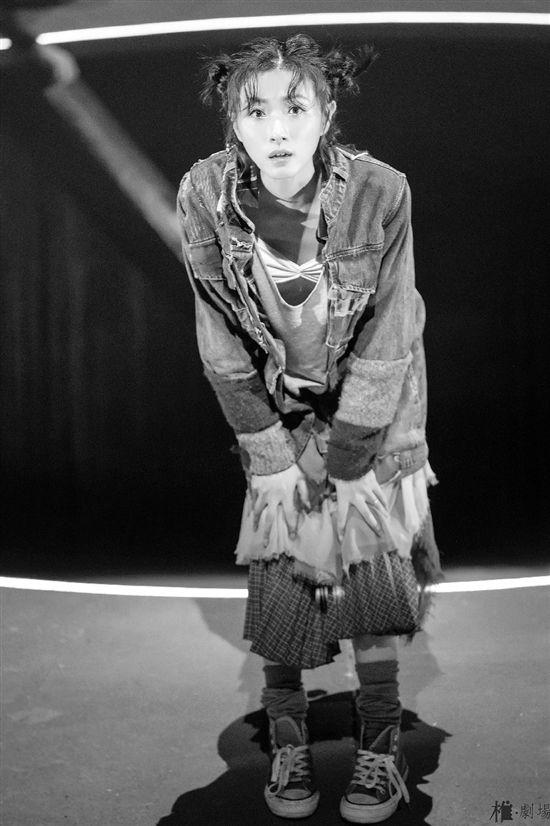 万茜时隔10年再演话剧 回到舞台就像回家