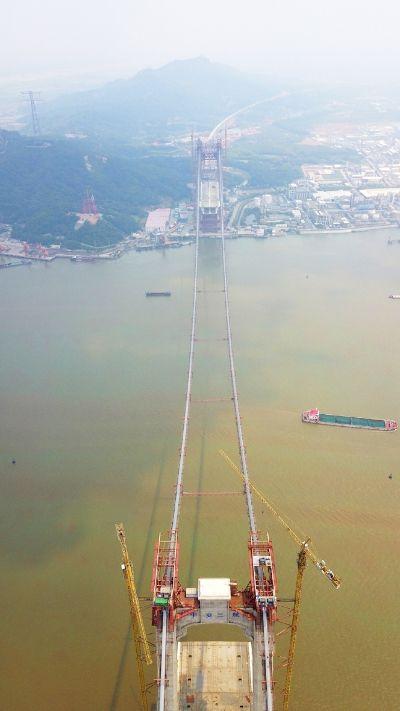 连淮扬镇铁路建设新进展 五峰山长江特大桥主缆架设完毕