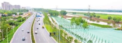 长江主轴左岸大道极致段全线贯通 人行道设在长江堤顶能看江景