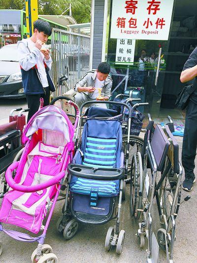 热门景区带火轮椅出租生意