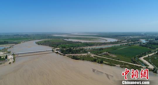 """新疆南部保护""""母亲河""""塔里木河成常态融入民众日常生活"""