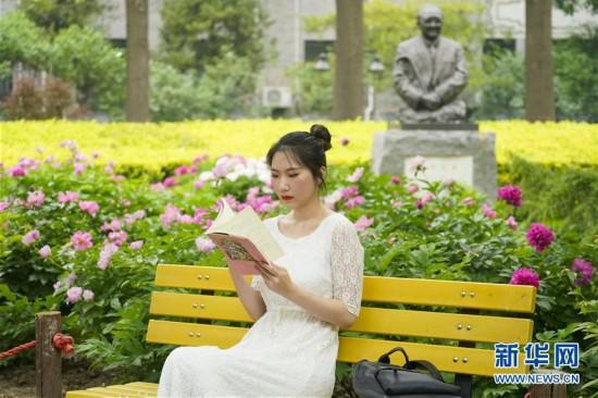 """(亚洲文明对话大会)(7)""""青年眼中的亚洲多元文明""""――冯甘雨:用摄影和舞蹈做文明对话的媒介"""