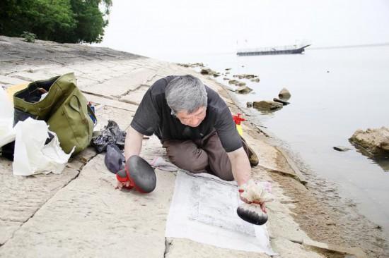 淮安洪泽湖枯水期到来 水下石刻露真容