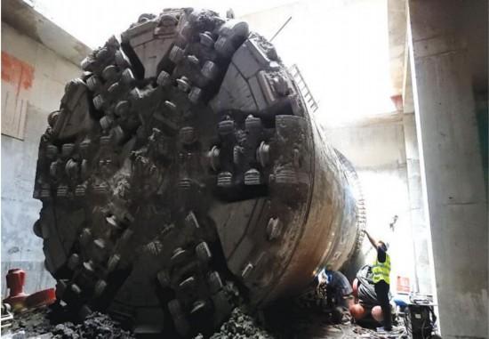 南宁地铁4号线通车后将实现地铁下面走火车头顶过