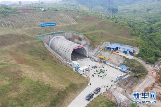 (国际)(1)印尼雅万高铁重点工程瓦利尼隧道贯通