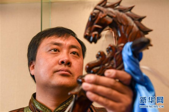 (文化)(1)马头琴制作人白苏古郎:传承非遗文化 传唱民族声音