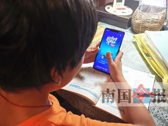 孩子迷上手机与老师家长