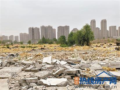 拆迁工地看起来像个大垃圾场城管表示将要求施工方尽快清理