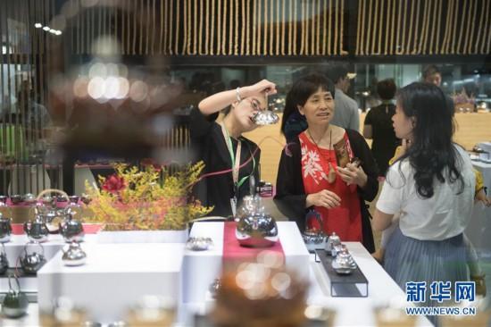 (经济)(1)第三届中国国际茶叶博览会在杭州开展