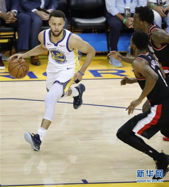 (体育)(1)篮球――NBA西部决赛:勇士迎来开门红