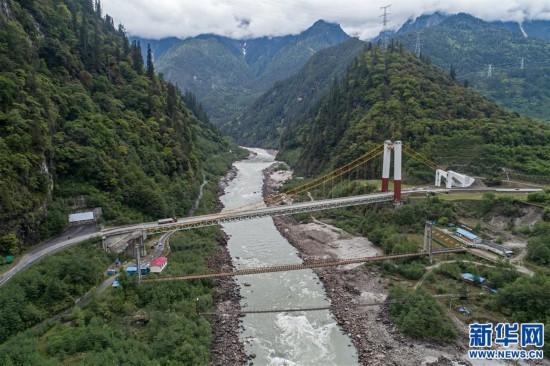 """(社会)(1)西藏通麦:""""四隧两桥""""让天险成通途"""