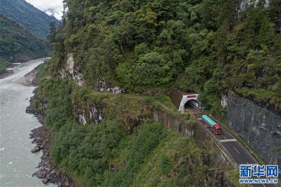 """(社会)(2)西藏通麦:""""四隧两桥""""让天险成通途"""