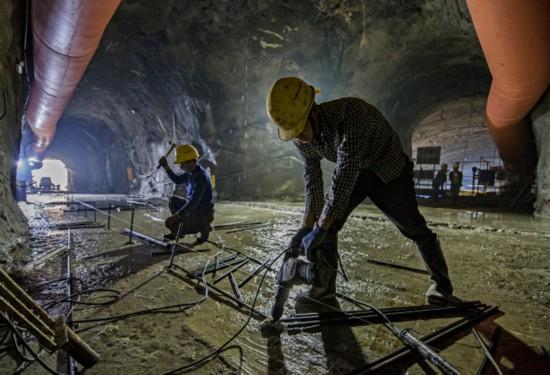 馬嶺水利樞紐工程發電廠進廠隧洞施工場景。攝影 楊良強.jpg