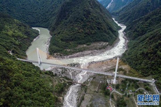 """(社会)(4)西藏通麦:""""四隧两桥""""让天险成通途"""