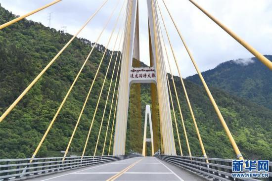 """(社会)(6)西藏通麦:""""四隧两桥""""让天险成通途"""