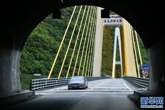 """(社会)(5)西藏通麦:""""四隧两桥""""让天险成通途"""