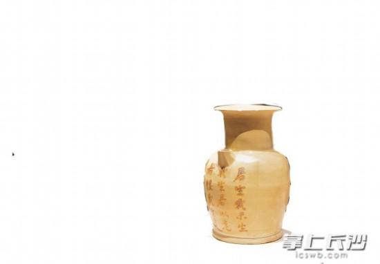 """有""""爱情圣瓶""""之称的""""君生我未生,我生君以(已)老""""的长沙窑诗壶。"""