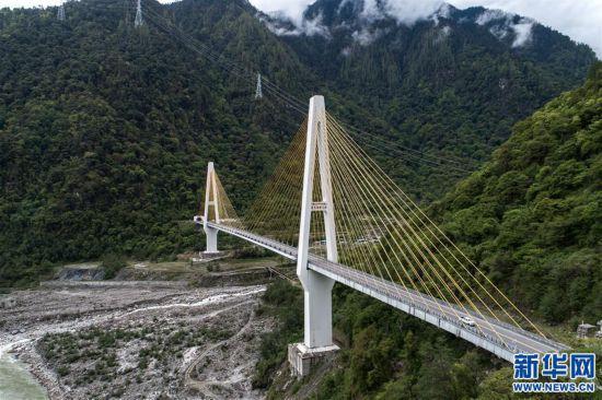 """(社会)(3)西藏通麦:""""四隧两桥""""让天险成通途"""