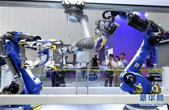 汤灿谷俊山拥抱智能新时代:世界智能大会释放了哪些新信号?